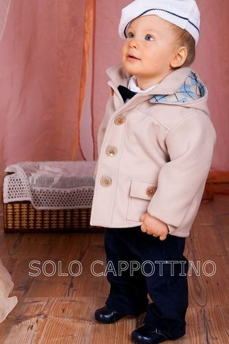 Cappottino beige da maschietto in pile.